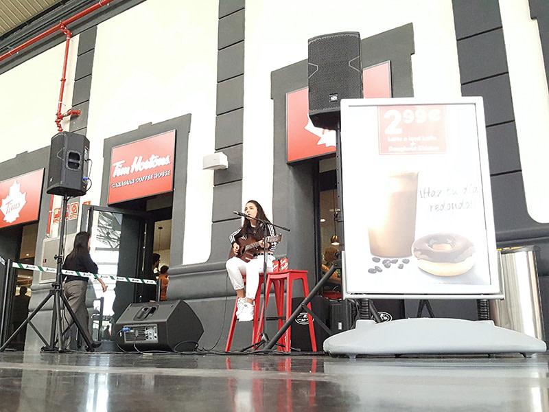 inauguración en cafetería